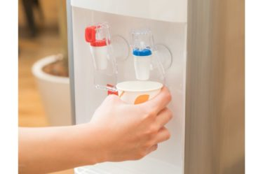 カラオケに行った時の飲み物で一番喉にいいのは水です【一択】