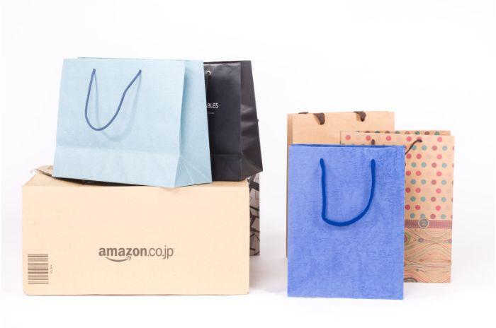 買い物袋多数