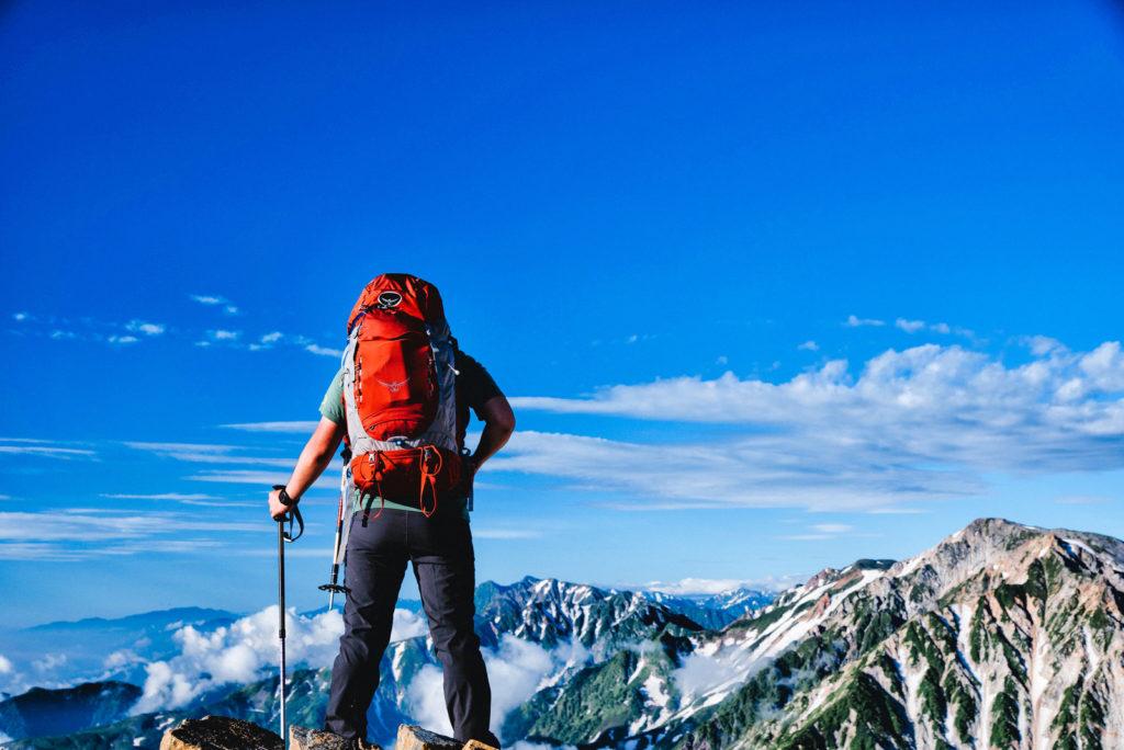 山頂に辿りつた男性