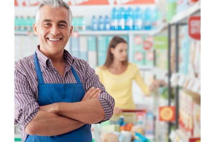 スーパーの店員